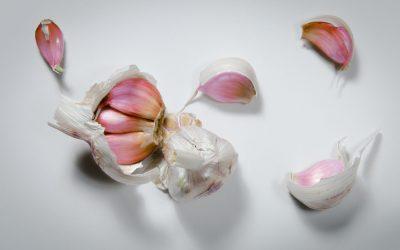 dennis-van-lith-cYWdRrrCqvE-unsplash garlic